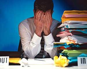 Ufficio Lavoro : Tre colleghi lavoro loro ufficio bar u foto stock monkeybusiness