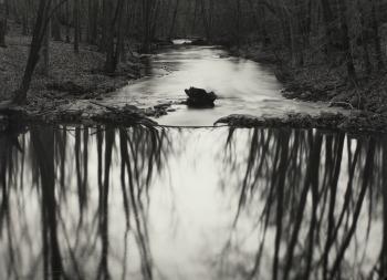 PaulCaponigro, ReflectingStream,Redding,CT,1969, ©PaulCaponigro, g.c. CollezioneFondazioneCassadiRisparmiodiModena