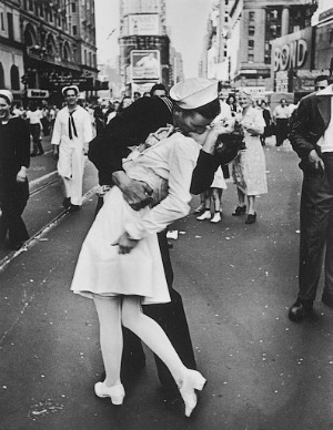 Alfred Eisenstaedt, VJ Day a Times Square, New York, NY, 1945, © Time Inc.
