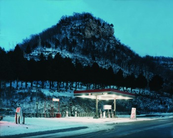 Alec Soth, Cimitero, Fountain City, Wisconsin, 2002 Alec Soth / Magnum Photos, g.c.