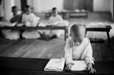 Sebastiana Papa, Birmania, Yangon. Monastero buddista Manzaire, 1999. Sebastiana Papa / Iccd