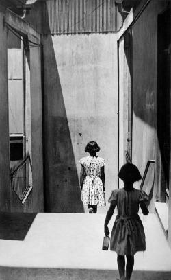 Sergio larrain, Passage Bavestrello, Valparaiso, Chile, 1952.  © Sergio Larrain / Magnum Photos