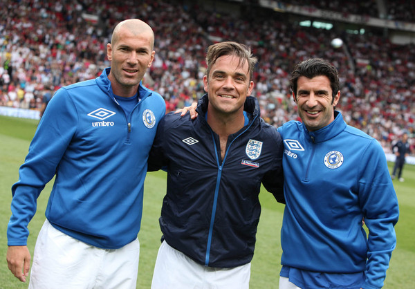 Robbie Williams, Zinedine Zidane e Luis Figo al Soccer Aid 2010