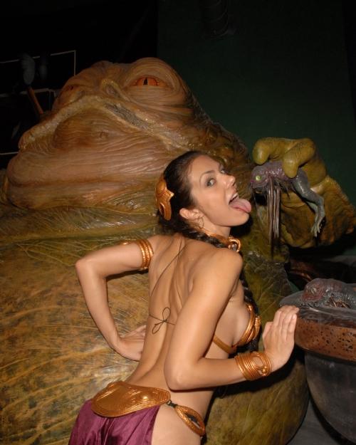 Dedicato a chi pensa che non mangio. Jabba mi nutre ogni giorno...