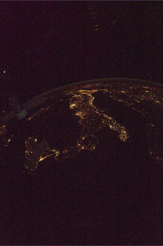 L'Italia vista dal Mediterraneo. Da sopra il mondo, dedicata a tutti gli italiani nel mondo!  Credit: ESA/NASA