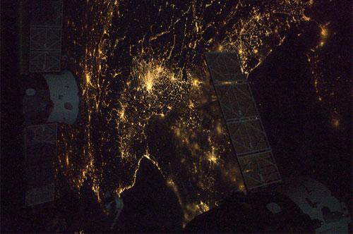 Finalmente il nord Italia senza nubi... Saluti a tutti!  Credit: ESA/NASA
