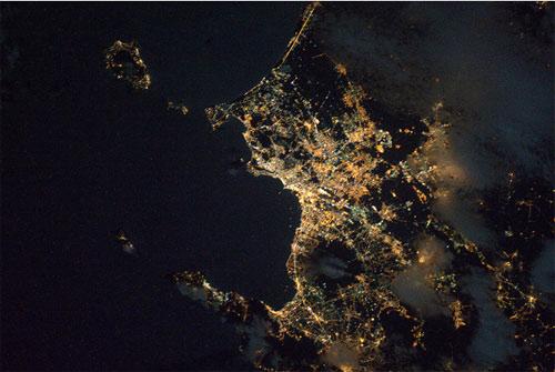 Napoli e il Vesuvio vista dall'ISS!  Credit: ESA/NASA