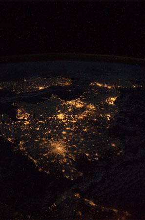 l Regni Unito e l'Irlanda sembrano un enorme albero di Natale!  Credit: ESA/NASA
