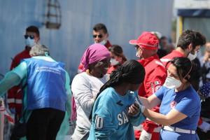 Migranti sbarco al porto di Palermo
