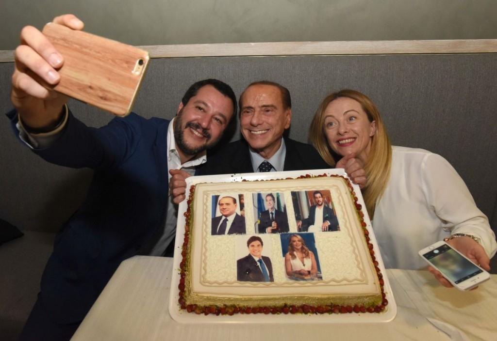 """Silvio Berlusconi riunisce il PDL presso la """"trattoria del Cavaliere"""" di Catania"""