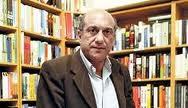 Munther Fahmi nella sua libreria