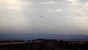 Uno dei due missili Qassam sparati ieri pomeriggio dalla Striscia di Gaza verso Sderot