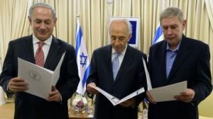 Da sinistra, il premier Benjamin Netanyahu, il presidente Shimon Peres, il direttore del Mossad Tamir Pardo