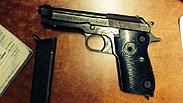 La pistola con la dedica di Saddam
