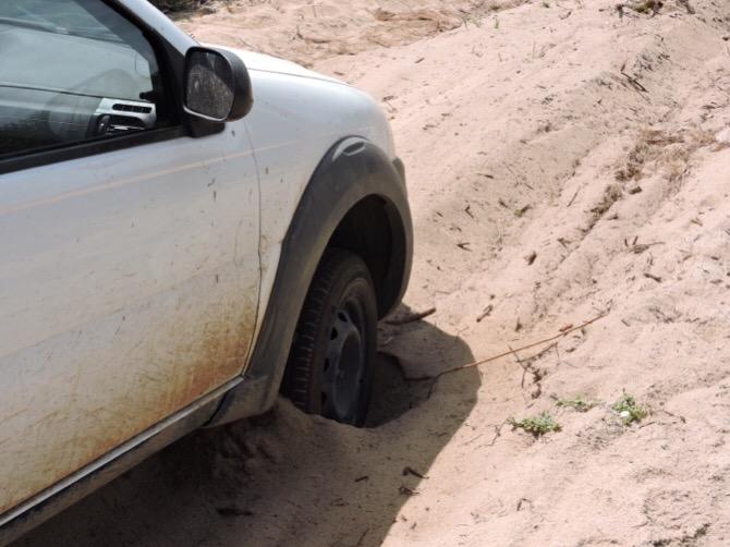 Auto bloccata nella sabbia