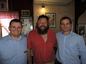 Il proprietario della Cantina Italiana (sx)  e il sindaco di Nova Trento