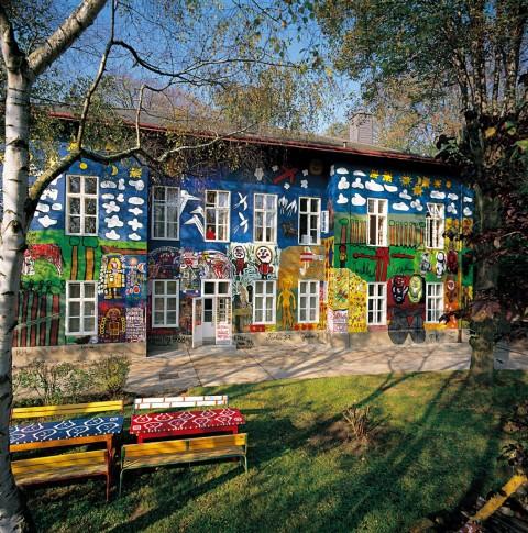 Haus-der-Künstler-facciata-est-Courtesy-Privatstiftung-Künstler-aus-Gugging-480x485