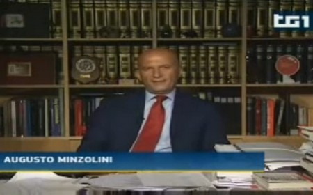 Minzolini durante un editoriale al Tg1