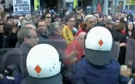 Lo sgombero della sede della tv greca, due giorni fa
