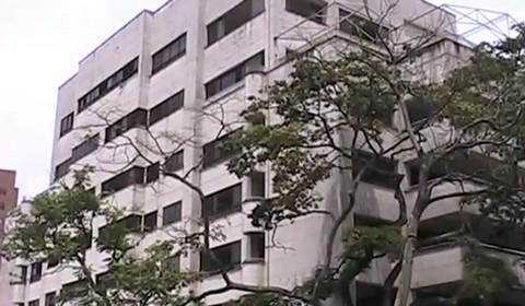 Due immagini dell'edificio El Monaco