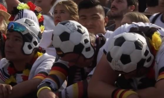 Tifosi tedeschi a pezzi dopo l'eliminazione