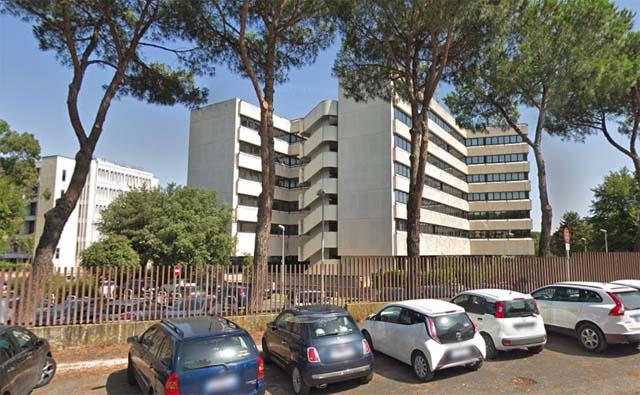L'edifici di via Val Cannuta a Roma