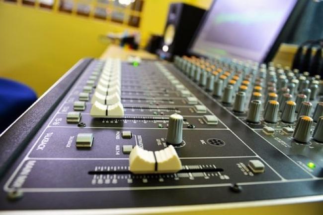 studio-2397824__340