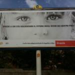 """Ecco il manifesto cion su scritto """"Grazie a chi sta riscrivendo il futuro negli occhi dei nostri figli"""""""
