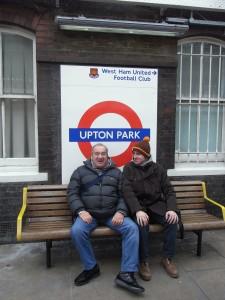 Bortolamasi padre e figlio in attesa di un match del West Ham