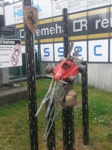 Il monumento dedicato a Villeneuve collocato nel paddock di Zolder