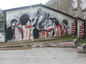 Un murales del Marakana che ricorda la Champions vinta nel 1991
