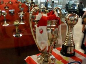 Un dettaglio del museo nello stadio con la Champions e l'Intercontinentale conquistare nel 1991