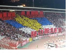 La coreografia degli ultras serbi