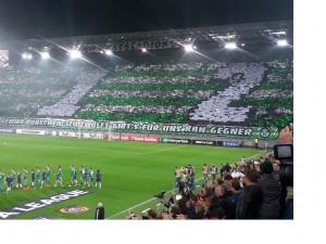 La splendida curva dei tifosi del Rapid Vienna