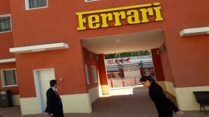 La riproduzione dell'ingresso dello stabilimento Ferrari di Maranello