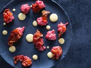 battuta-di-manzo-zabaione-parmigiano-e-chips-di-prosciutto-crudo-Osteria-Plip1-jpg