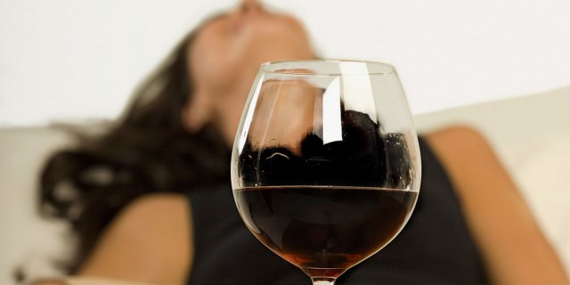 EV15_Woman-and-Wine-640x320
