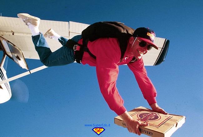 consegna_pizza_con_paracadute
