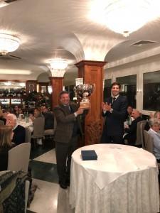 Il presidente Mauro Milano premia Ubaldo Sanmarchi[93956]