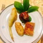 Antipasto fiori, zucca, cipolla, pane carrubba.