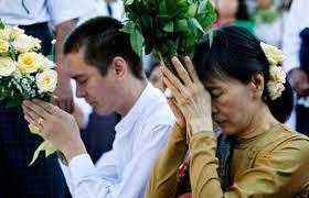 burma assk prega col figlio