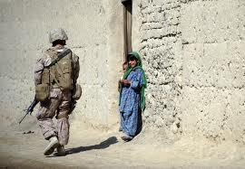 afghanistan soldato e bambina