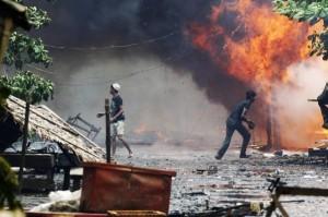 Fiamme e devastazioni negli scontri tra Rohingya e comunità buddhiste locali nell'Arakan