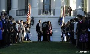 Il minuto di silenzio di Obama e Michelle