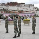 Soldati cinesi al Potala