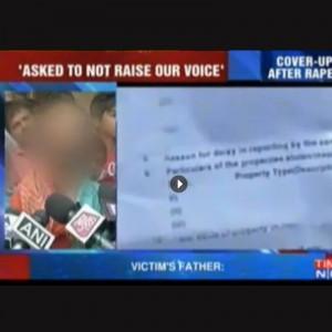 Il padre di una ragazza violentata racconta ai cronisti gli abusi della polizia