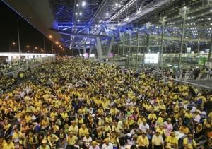 Le Camicie gialle del PAD al tempo dell'occupazione dell'aeroporto internazionale di Bangkok