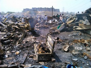 La baraccopoli distrutta dal fuoco a Delhi