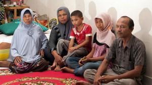 Jannah con genitori e fratello piccolo nato dopo lo tsunami