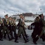 Pattuglia dell'esercito cinese di frointe al Potala di Lhasa